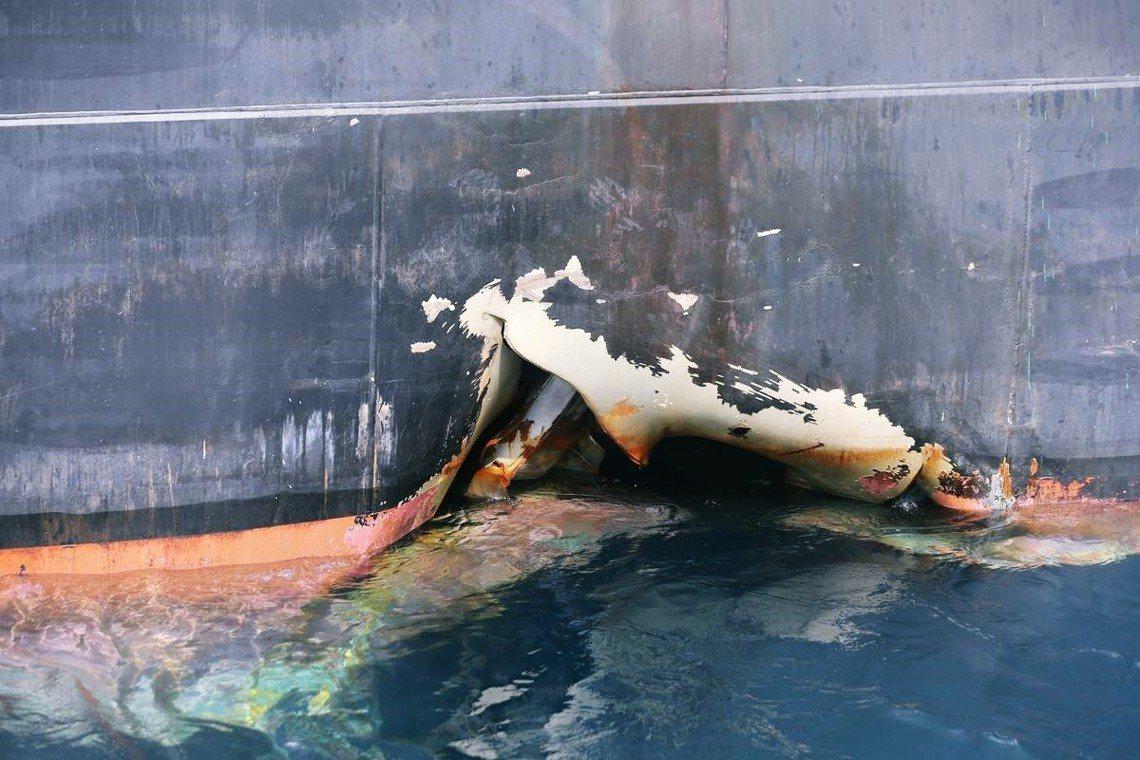 圖為受損的挪威籍的「MT Andrew Victory號化石產品油輪」。 圖/路...