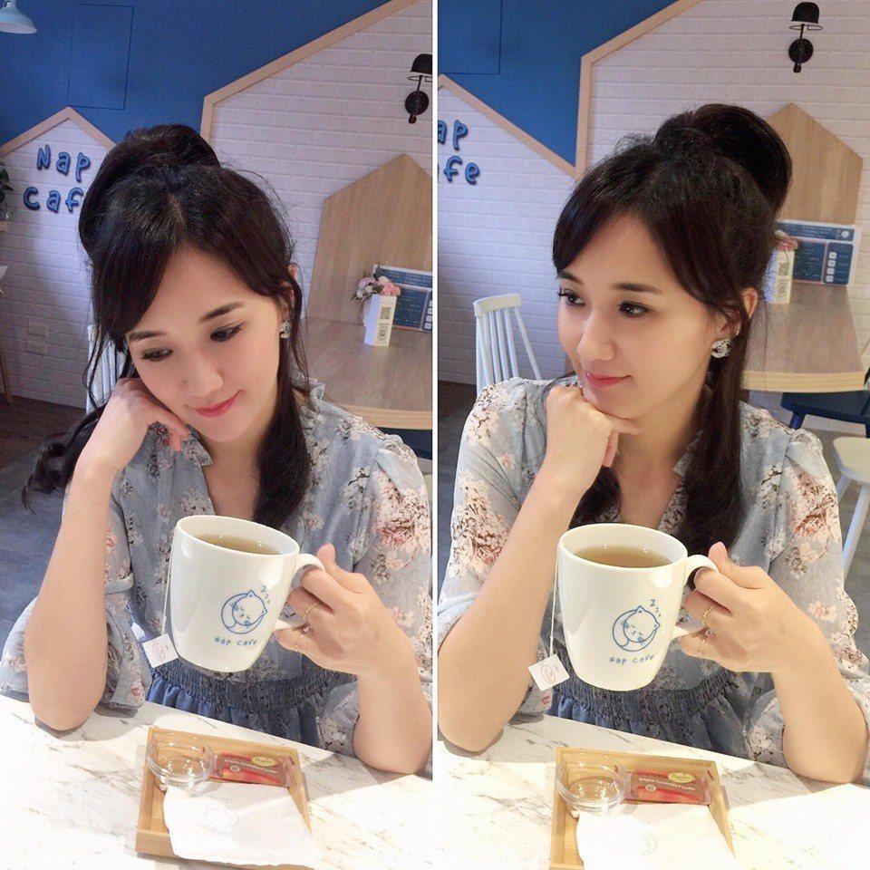 按摩後來一杯咖啡和美食好享受。圖/取自何妤玟 Winnie Ho 粉絲團