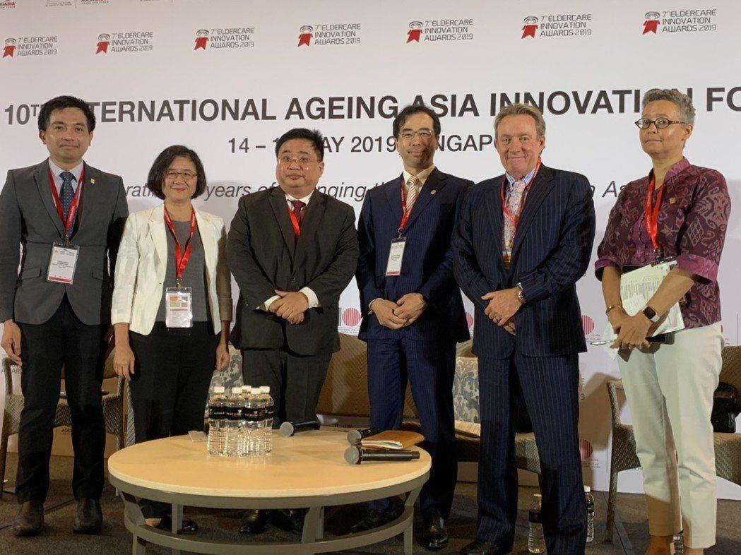 第十屆亞太高齡創新論壇圓桌會議。左一:泰國公共健康部Dr Thongtana...