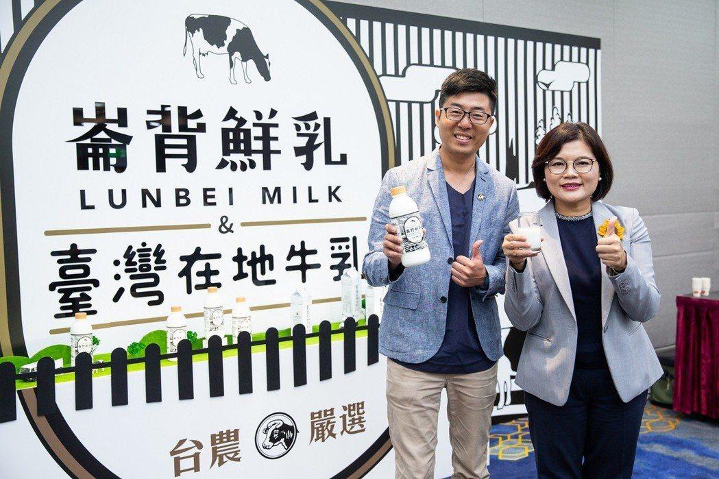 鮮乳坊創辦人龔建嘉(左)與雲林縣長張麗善(右)。 台農乳品/提供