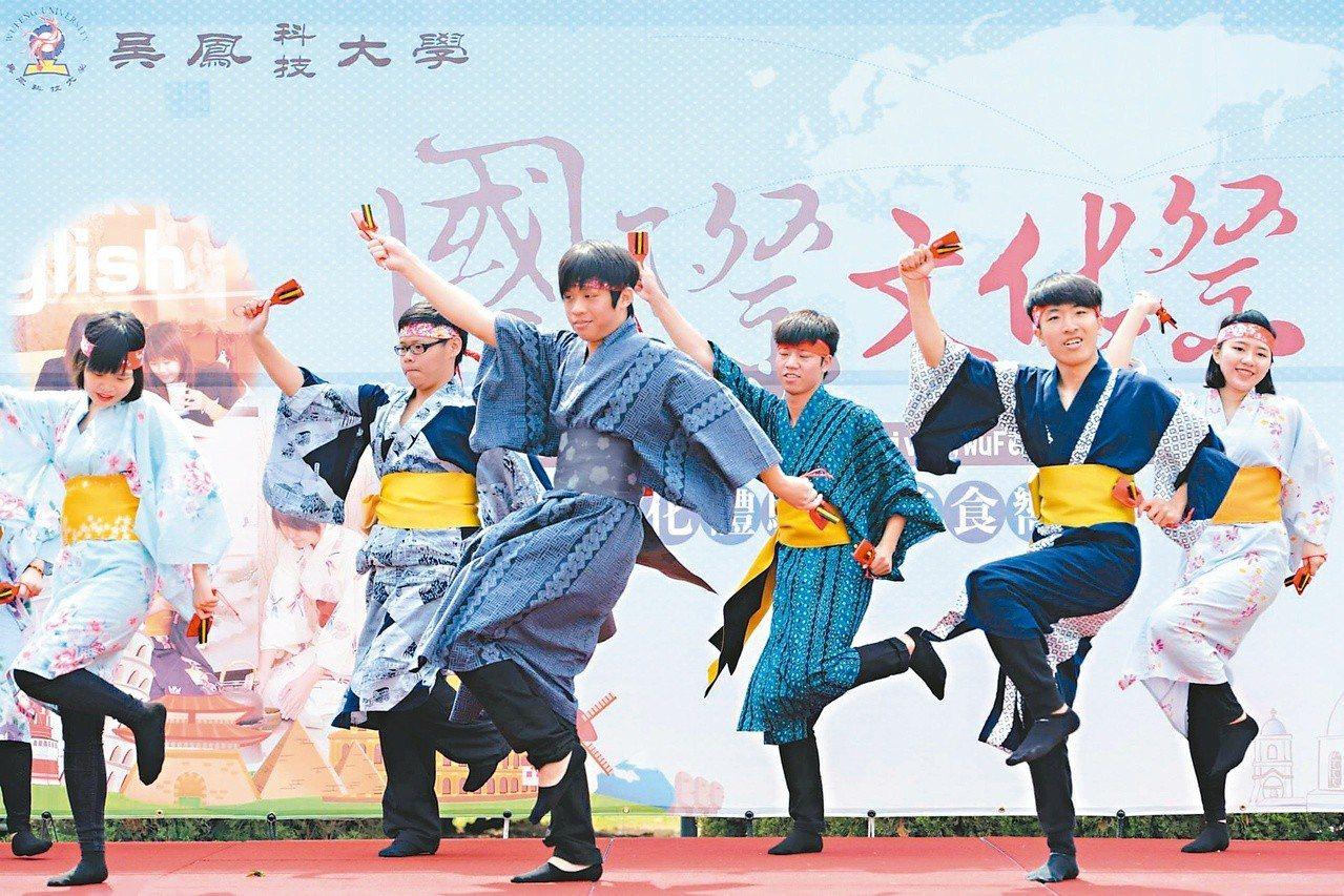 學生們活潑熱情參與活動。圖/吳鳳科技大學提供
