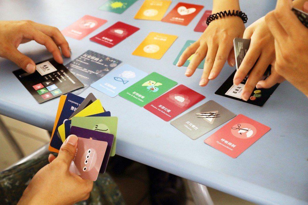 衛福部開發的桌遊色彩豐富又具教育性,反毒宣導成效佳。 嘉藥/提供