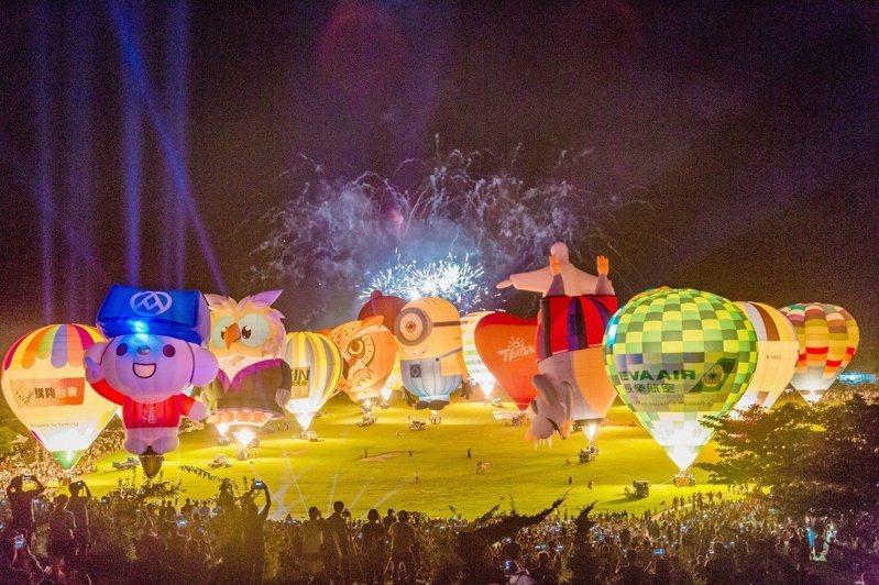 台東一年一度的台灣國際熱氣球嘉年華,今年預計在6月29日起舉辦,活動期間有8場熱氣球光雕音樂會。圖/台東縣政府提供