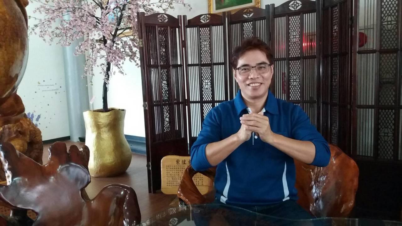 哈旗鼓文化藝術團藝術總監李榮豐