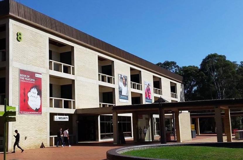 澳洲坎培拉大學圖書館日前遭遇「榴槤」之亂。取自澳洲坎培拉大學臉書