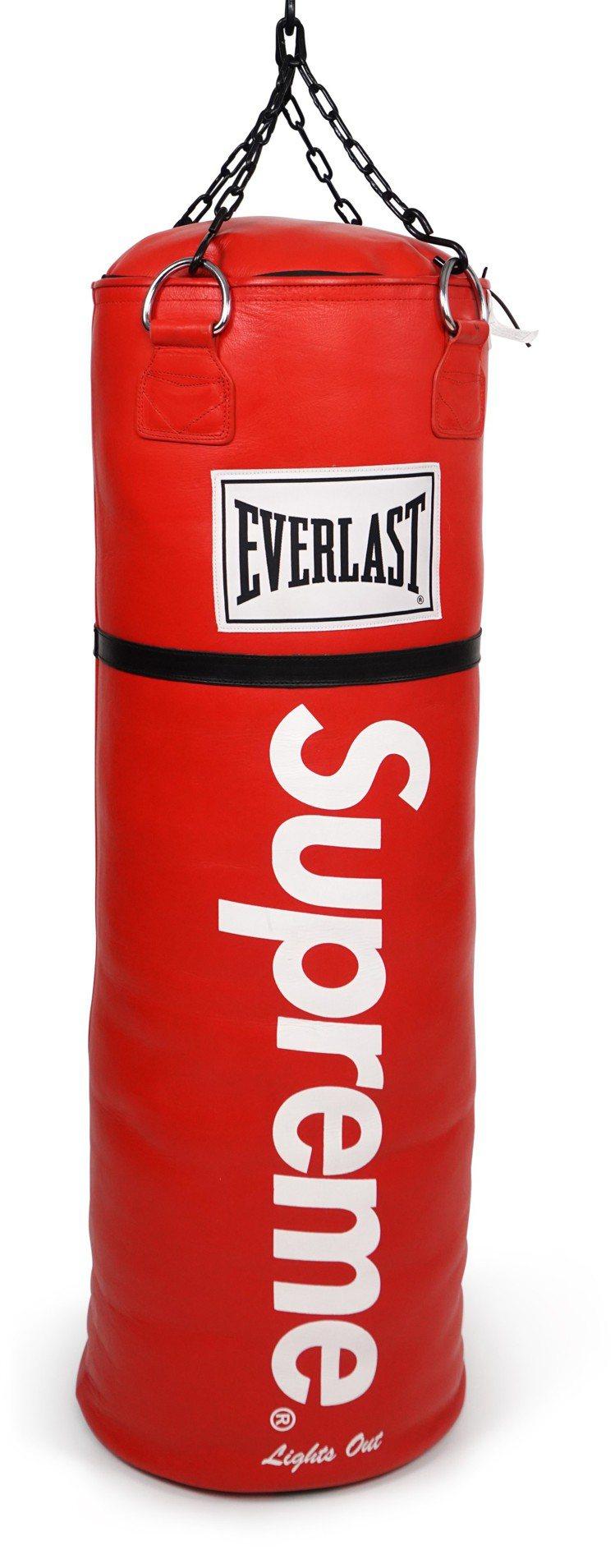 SUPREME X EVERLAST拳擊沙袋,估價約31萬元起。SUPREME創...