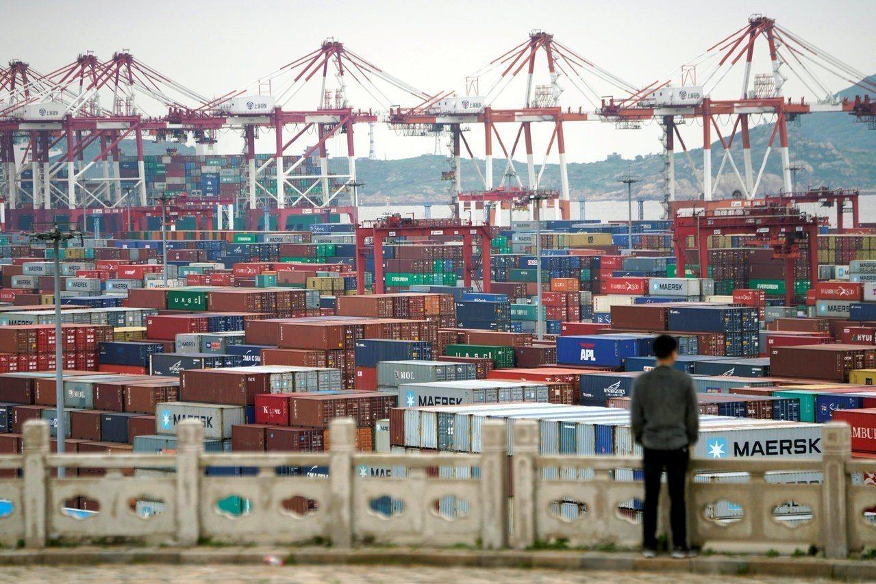 中國大陸13日宣布將從6月1日起,對600億美元的美國商品加徵關稅。圖為上海洋山...