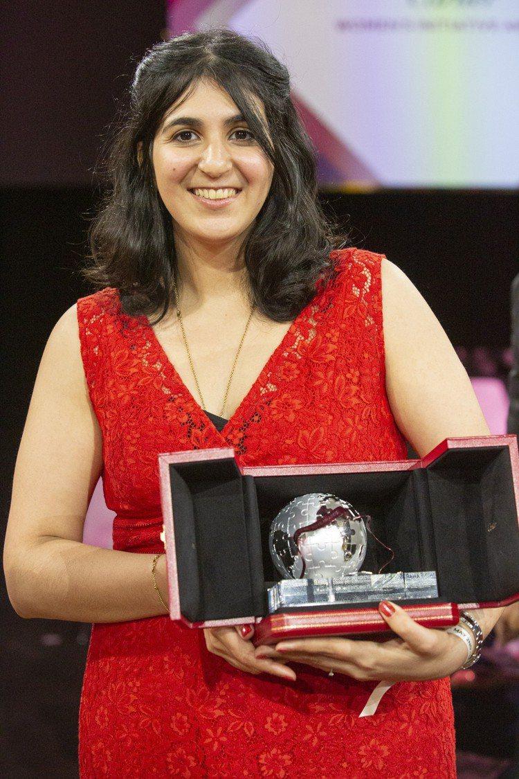 歐洲區得獎者Zineb Agoumi來自法國,她的EzyGain聯網步態復健設備...