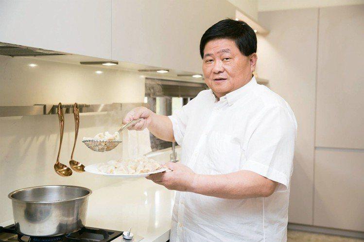 愛美食也愛煮的顏清標,推出「標太郎水餃」品牌。圖/SOGO提供