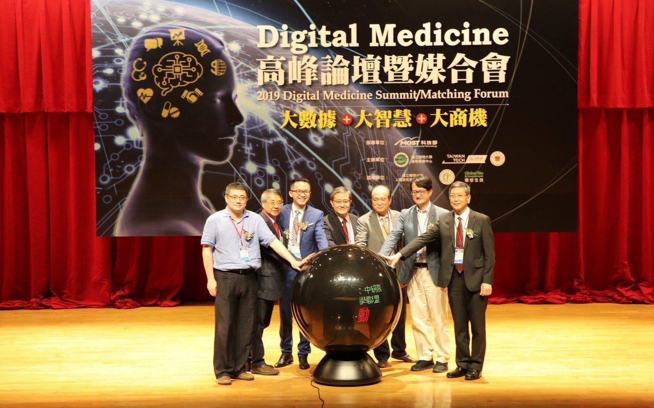 陽明、交大、中研院今天宣布成立「數位醫學聯盟」,率先鎖定高居台灣第四大死因的腦中...