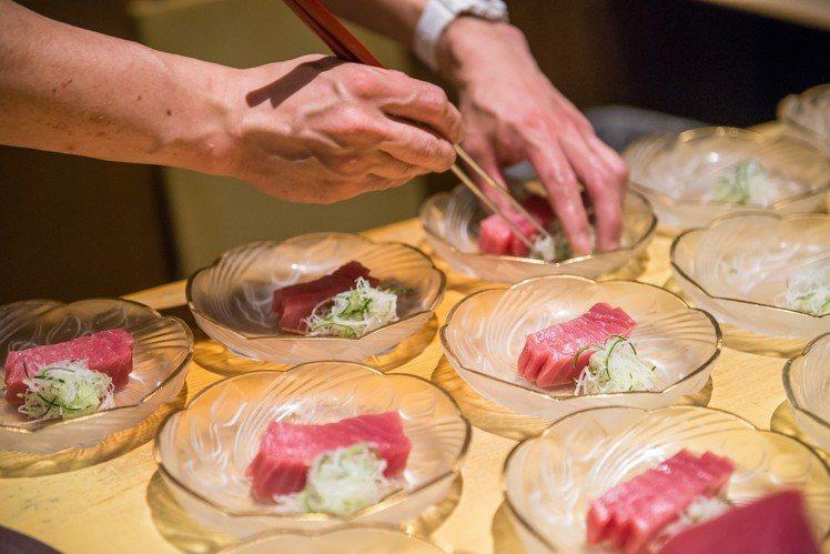 只要用餐加價500元,即可享鮪魚生魚片吃到飽。圖/菜な提供