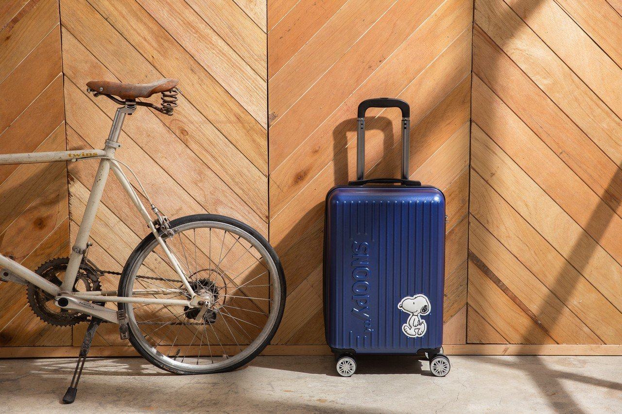 SNOOPY帶我漫步行李箱20吋,原價2,399元、6月12日至6月25日加購價...