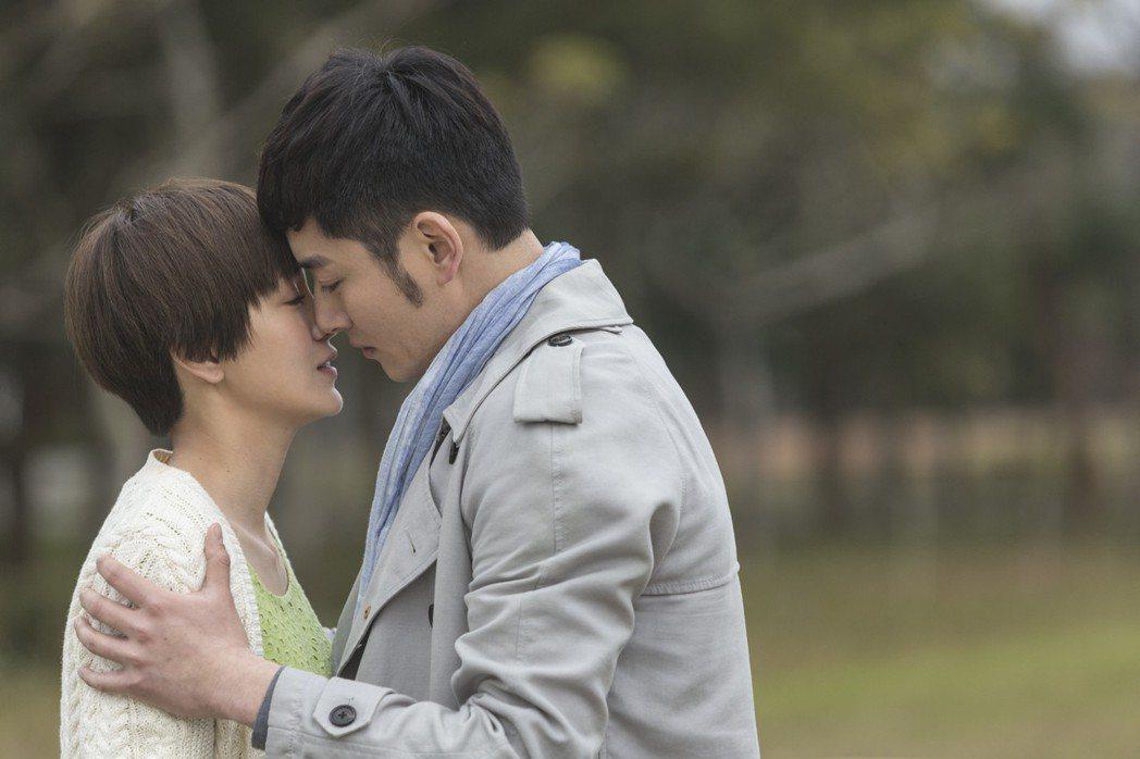 郭采潔、李東學飾演一直錯過的揪心情侶。圖/寬銀慕提供