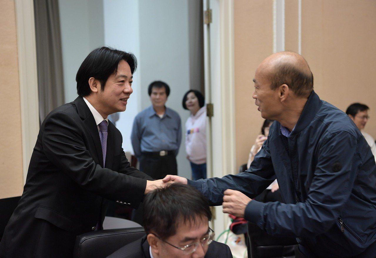 賴清德(左)霸氣回應韓國瑜,大大振奮了賴清德的粉絲。資料照/行政院提供