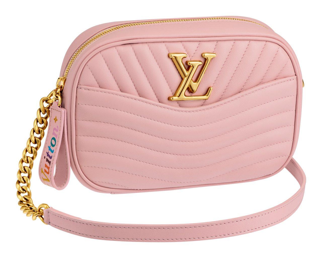 New Wave糖果粉紅色相機袋,售價61,500元。圖/LV提供