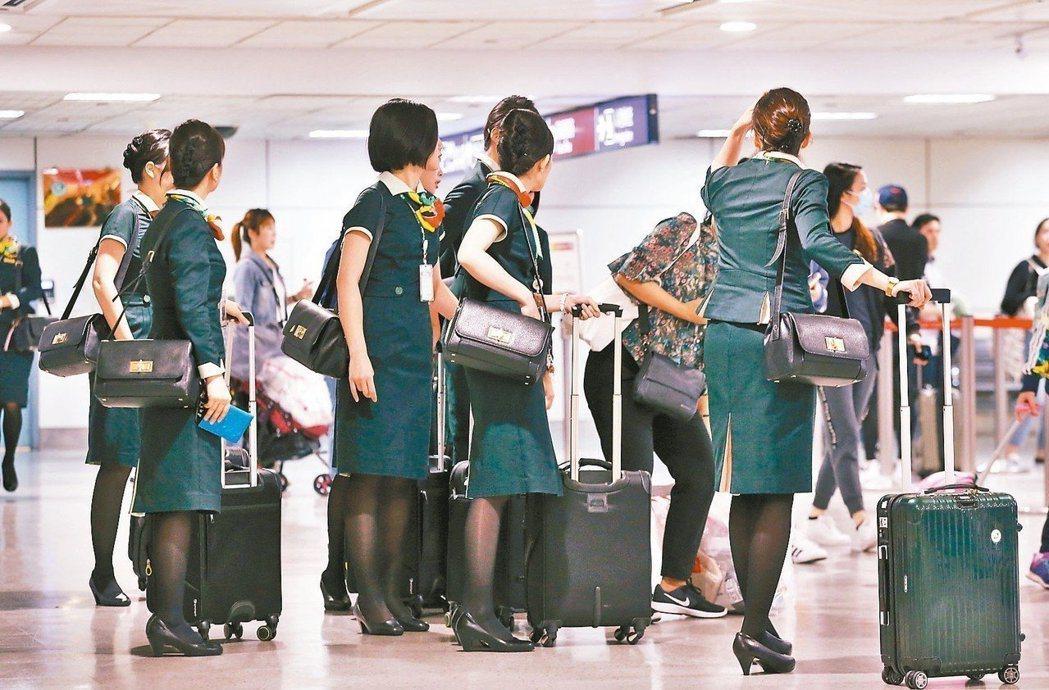 長榮航空空服員罷工投票進入第2天,勞動部今表示,雖然在罷工期間,勞工不提供勞務,...