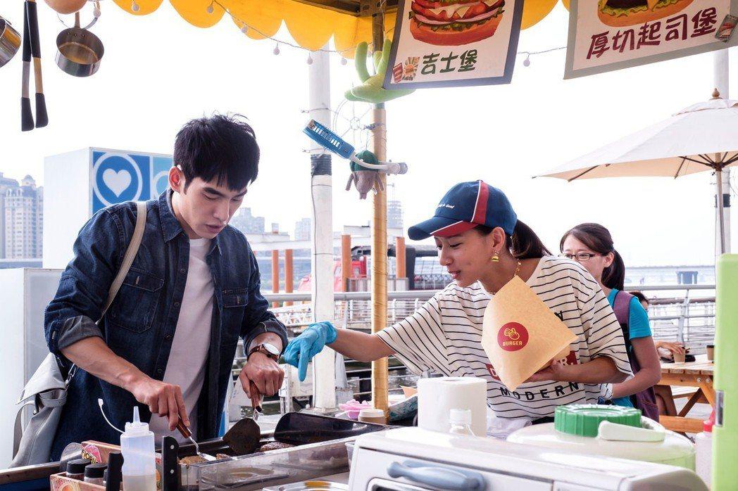 張書豪(左)與陳妤合作「如果愛,重來」。圖/歐銻銻娛樂提供