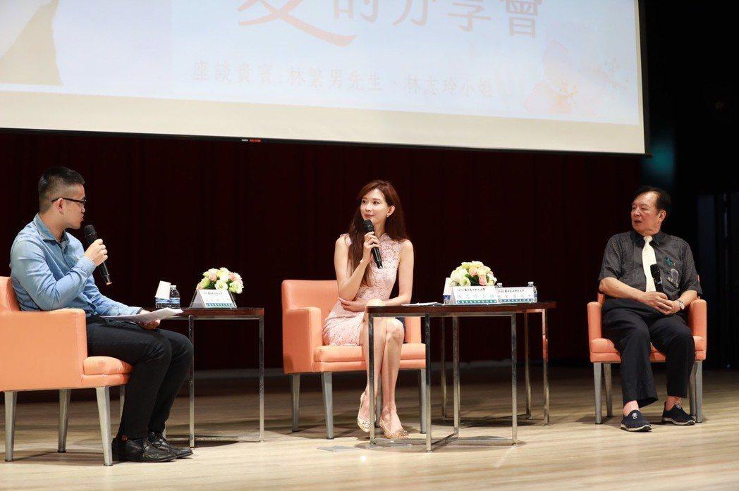 臺北科大首屆品德典範導師,頒授熱心公益模範藝人林志玲。圖/志玲姊姊慈善基金會提供