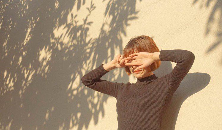 防曬不是只有在有太陽時才做,任何時候、地方都有紫外線的危害。圖/摘自 pexel...