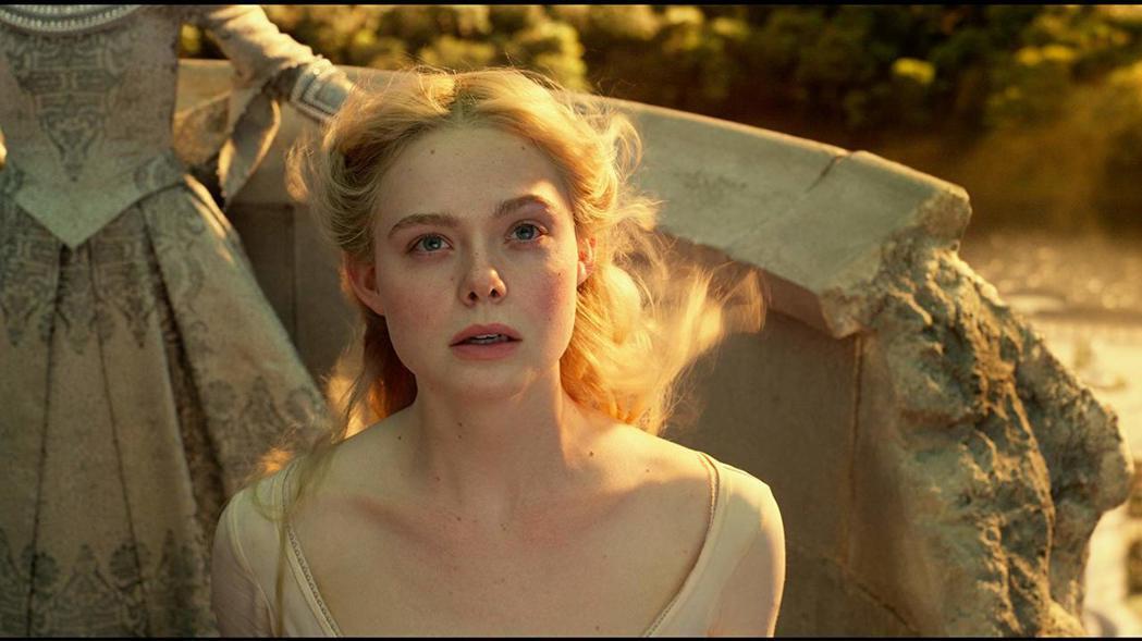 艾兒芬妮飾演的奧蘿拉公主,被捲入新的爭鬥風波中。圖/摘自imdb