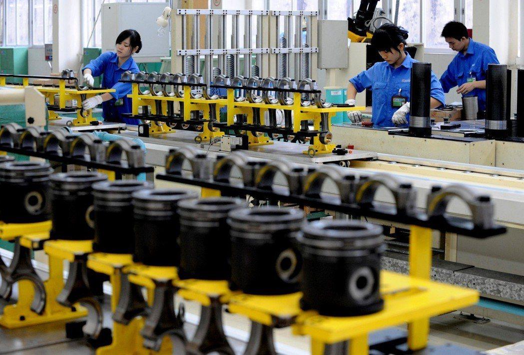 專家認為目前的美國企業缺乏像中國大陸一樣的產能,圖為廣西玉林一間工廠。 (新華社...