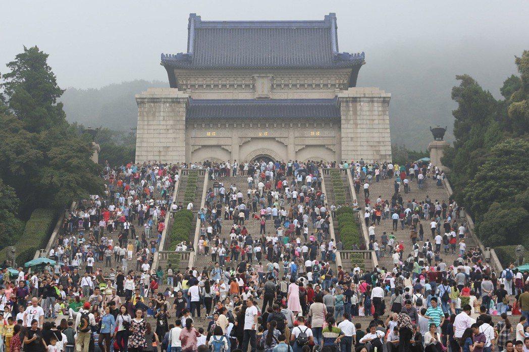 孫中山長眠於南京紫金山麓中山陵,是南京最著名的景點之一。 (中新社)