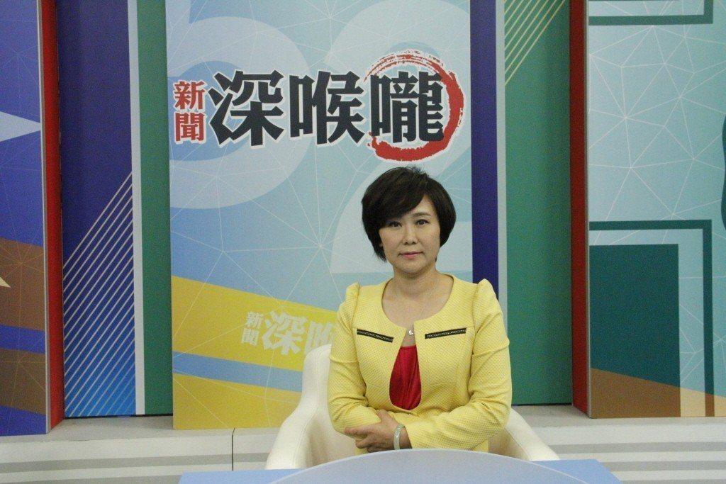 《新聞深喉嚨》節目主持人平秀琳(圖)、製作人朱凱翔驚爆辭職。 圖/中天提供