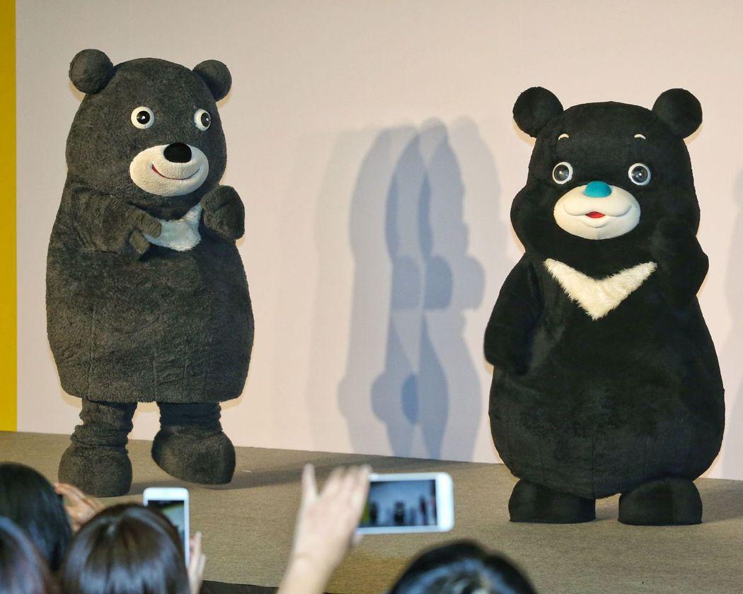 世大運吉祥物「熊讚」(左)調整造型後,成為「海洋熊讚」(右),去年完成商標註冊後...