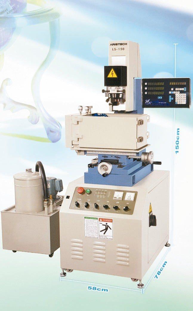 聯盛研發成功LS-150迷你型放電加工機供應業界。 魯修斌/攝影