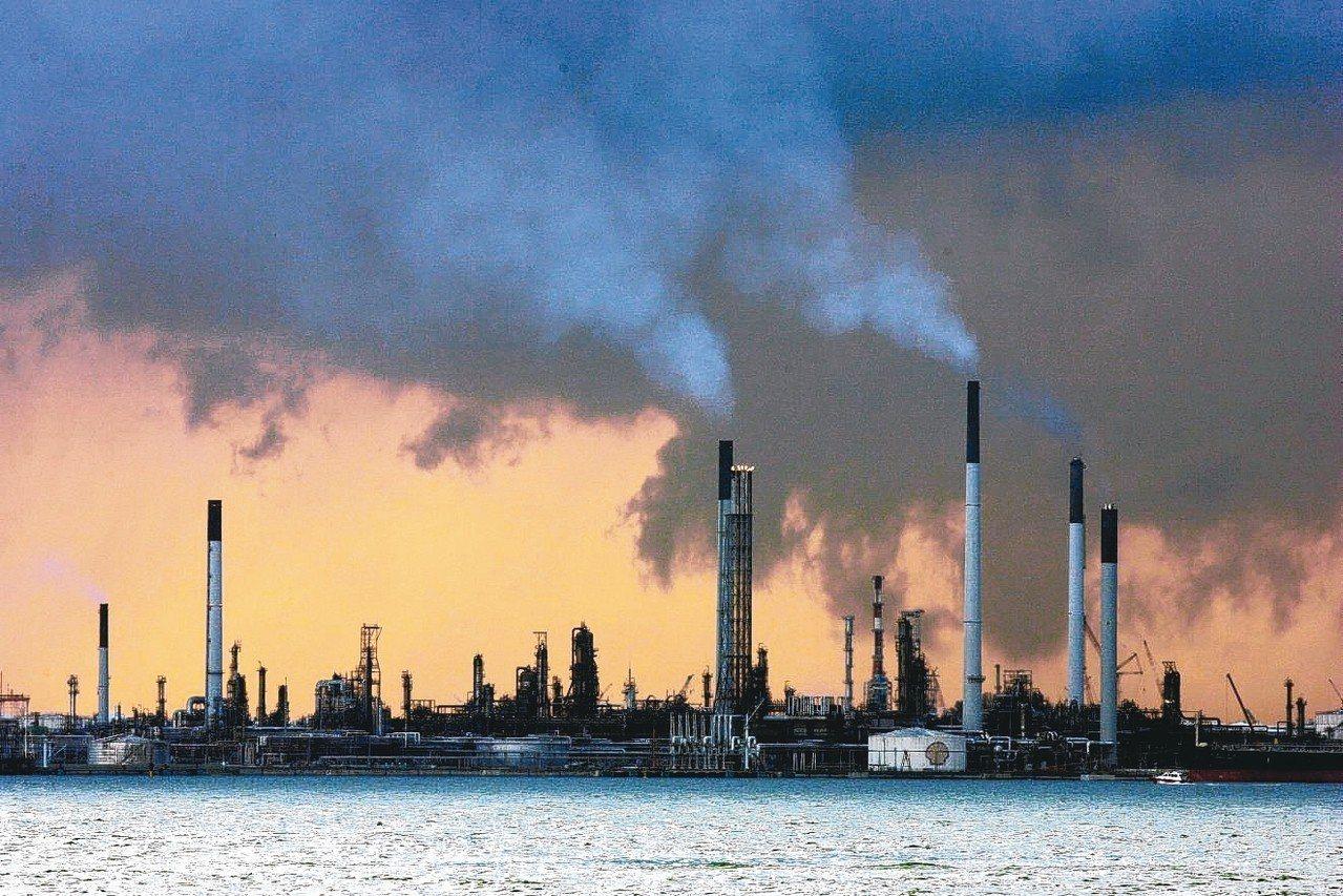 煉油廠,示意圖。 路透
