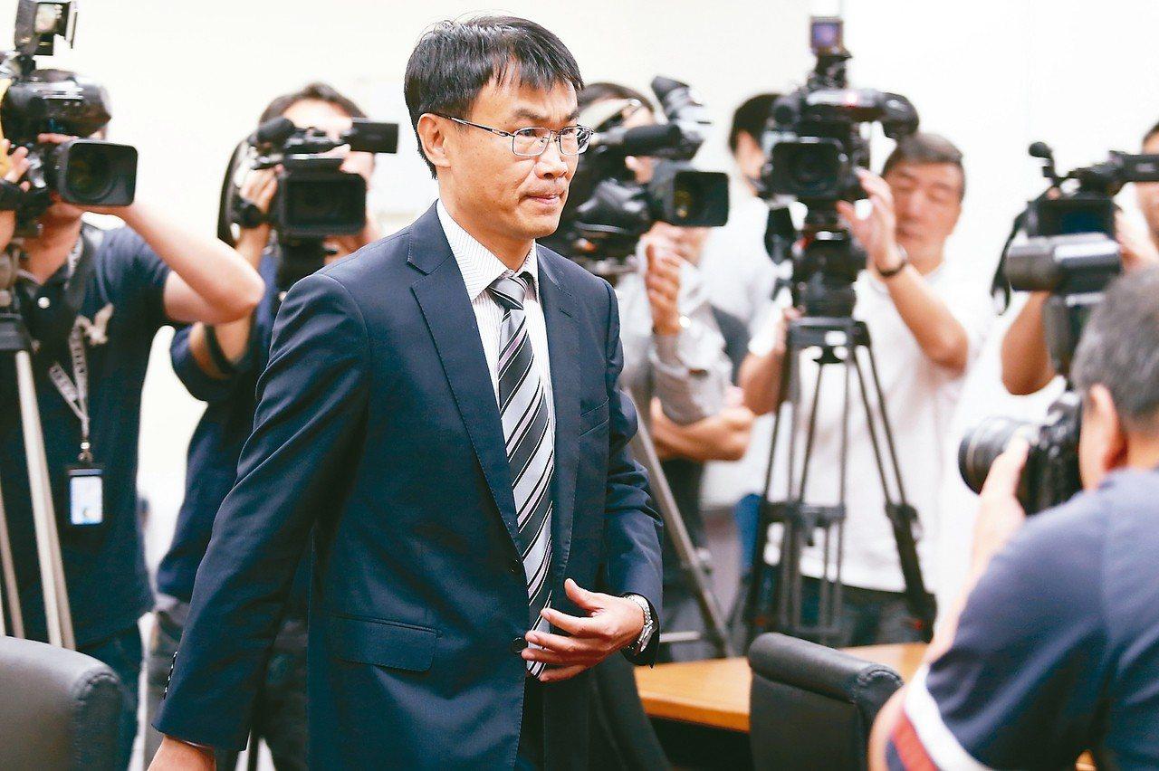 農委會主委陳吉仲(見圖)表示不管是預算、政策等議題,就直接在這邊把所有問題講清楚...