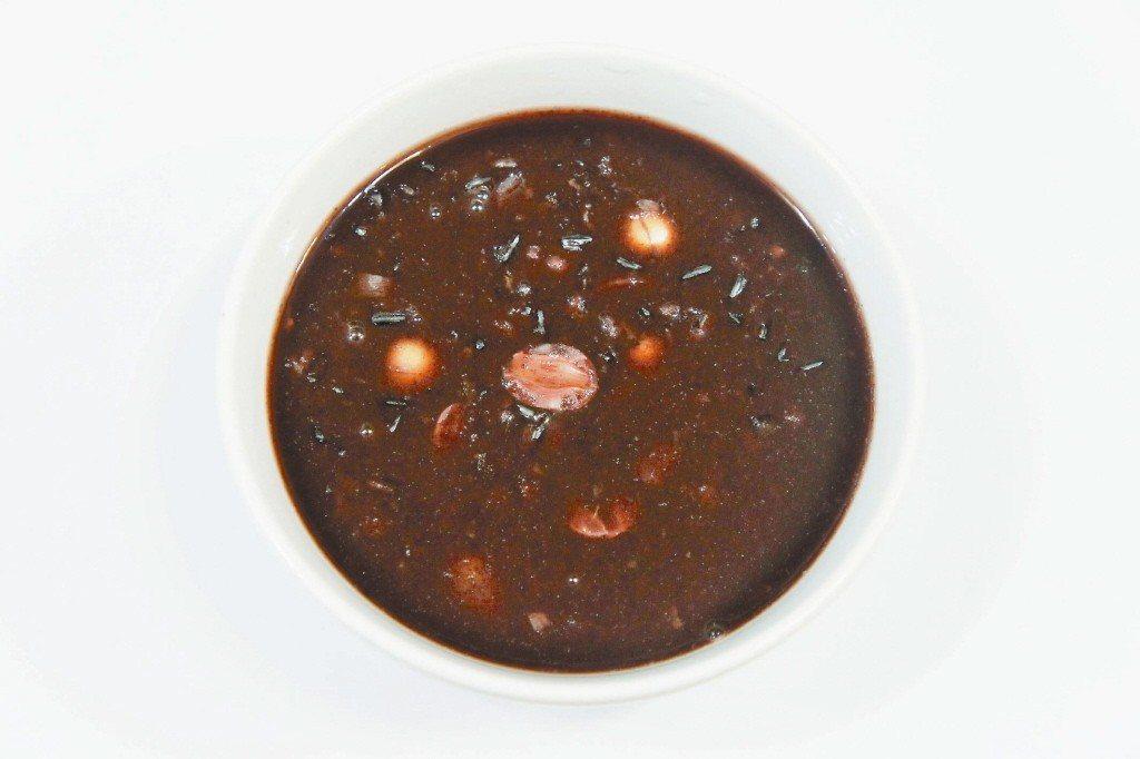 紫米粥。世界日報