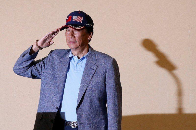 郭台銘與其被動被國民黨開除黨籍並被扣上違法黨紀的道德大帽,不如主動退黨突顯「道不...