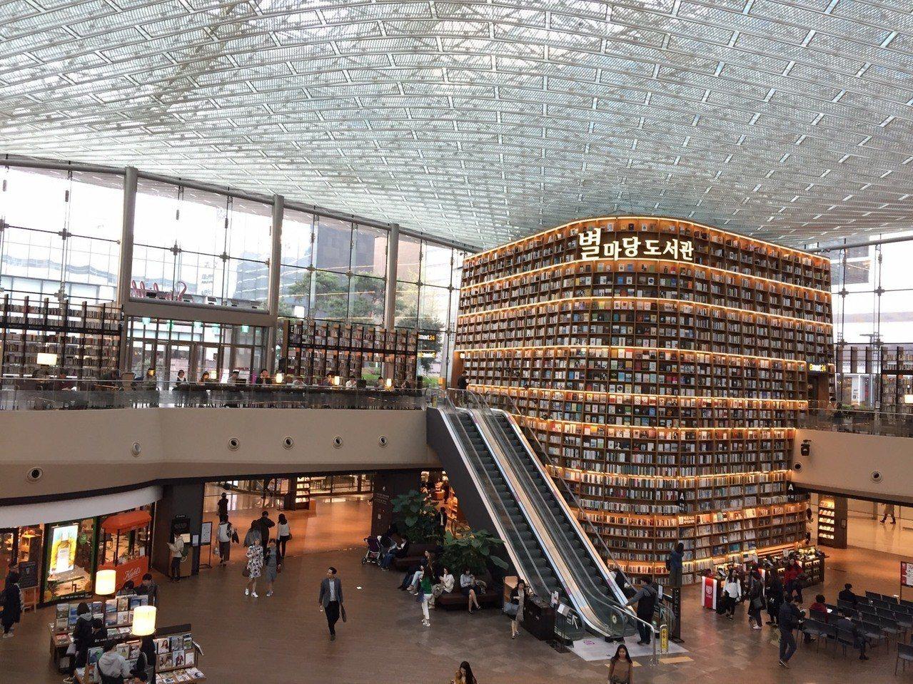 星空圖書館是首爾的打卡熱點。圖/本報系資料照