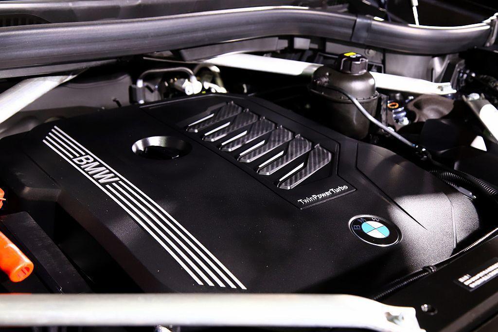 BMW X7搭載3.0L BMW TwinPower Turbo直列6汽缸汽油引...