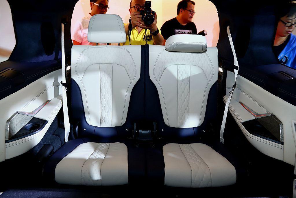 BMW X7第三排座椅更擁有第五區恆溫空調與獨立天窗。 記者張振群/攝影