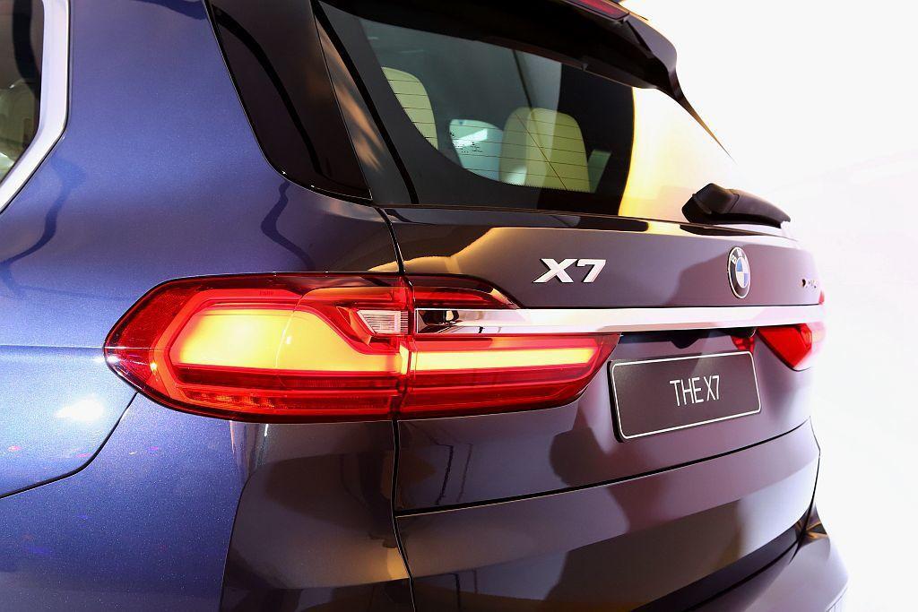 BMW X7率先導入xDrive40i單一車型建議售價為488萬臺幣起,今年配額...