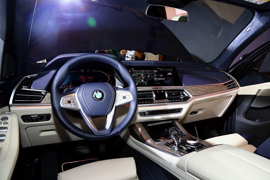 BMW Individual Merino頂級皮革打造車縫與菱格紋交織的舒適座椅...
