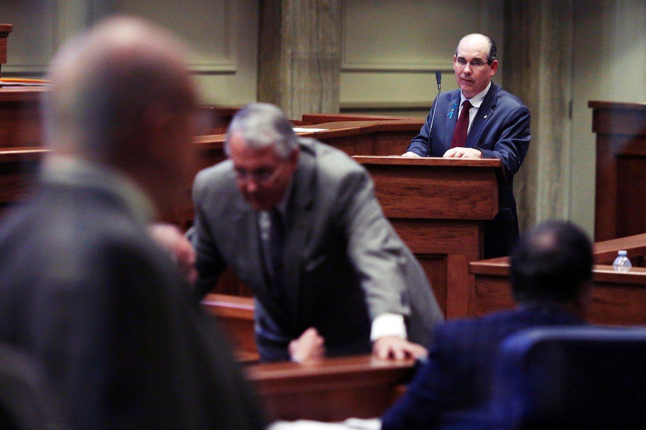 美國阿拉巴州參議院14日通過了一份全美最嚴苛的《禁止墮胎法案》。其中贊成皆來自共...