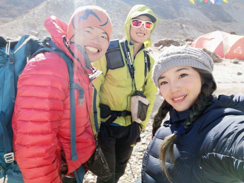 三位登山家於馬卡魯峰低地低地營會合(圖/詹喬愉)
