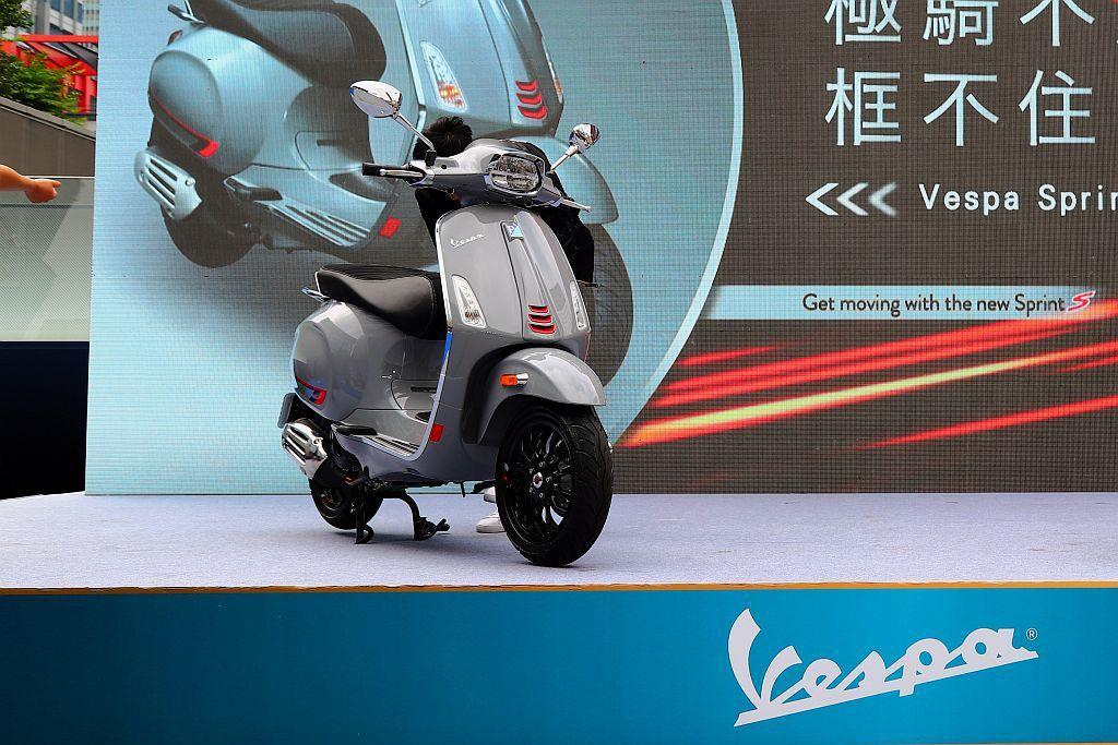 熱銷的Vespa Sprint車系新增「S」系列,於今日(5/15)導入臺灣市場...