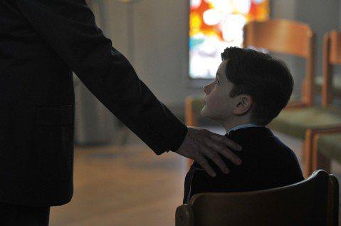 《感謝上帝》:對於戀童犯,懲罰之外也需要關愛與支持