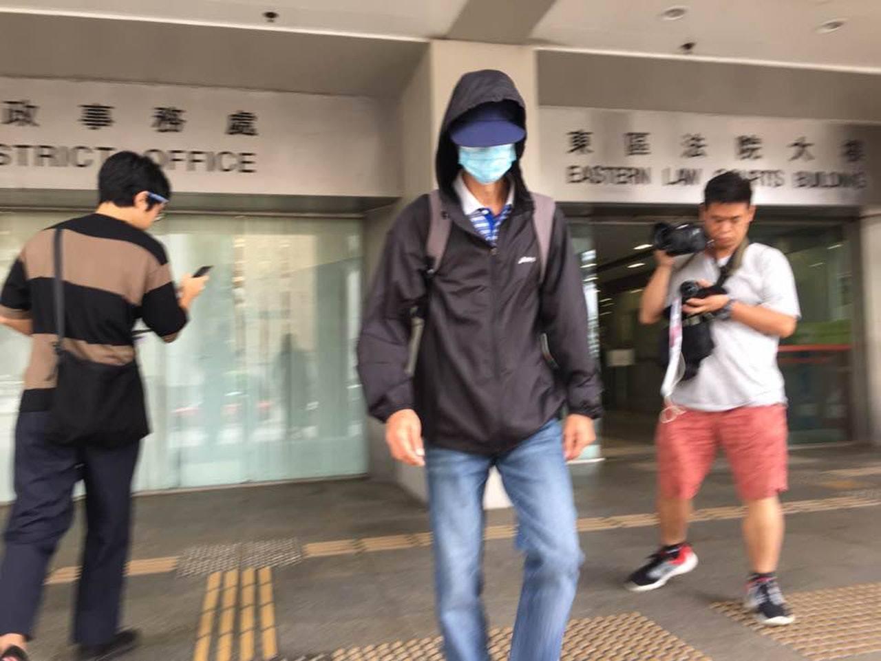 被告陳友在東區法院否認8項非禮罪。(馮家淇攝)