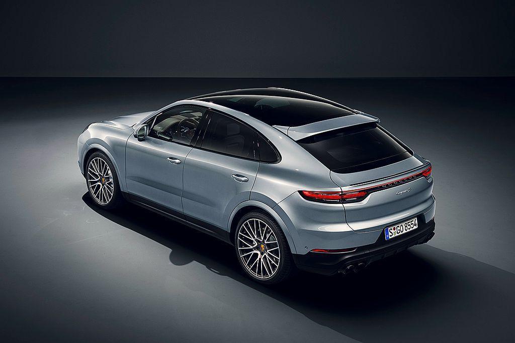 Porsche Cayenne S Coupe車頂提供兩種選擇全景固定式玻璃車頂...
