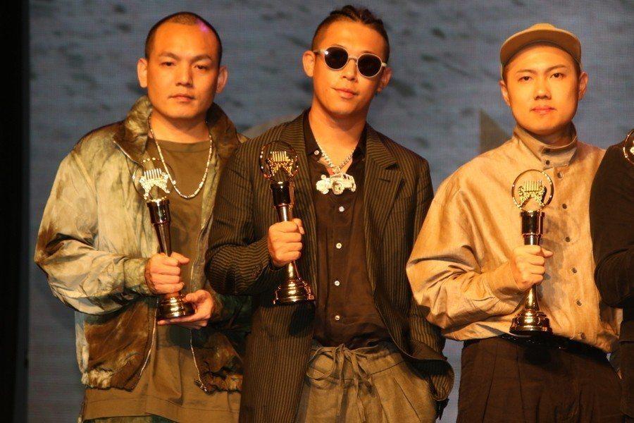 第30屆金曲獎15日公布入圍名單,由歌后戴佩妮、台語天團玖壹壹及茄子蛋等人擔任嘉