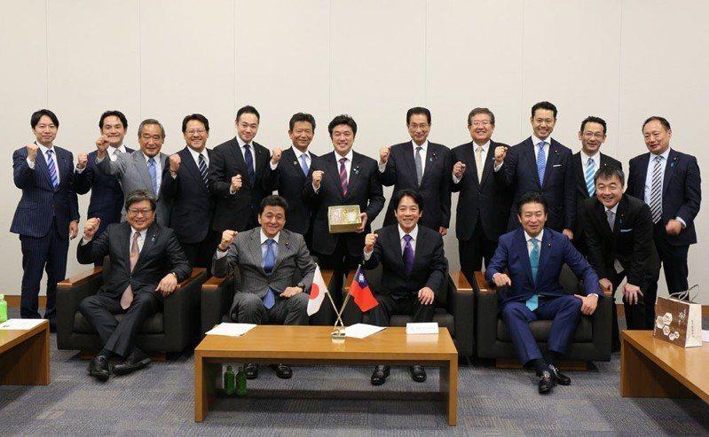 22位日本國會議員到場相挺「平民」賴清德(前排右二)訪日。賴清德幕僚提供