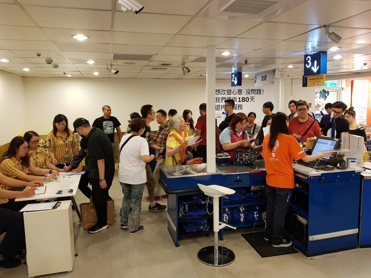 IKEA Art Event的系列商品,於5月15日正式開始販售。記者陳睿中/攝...