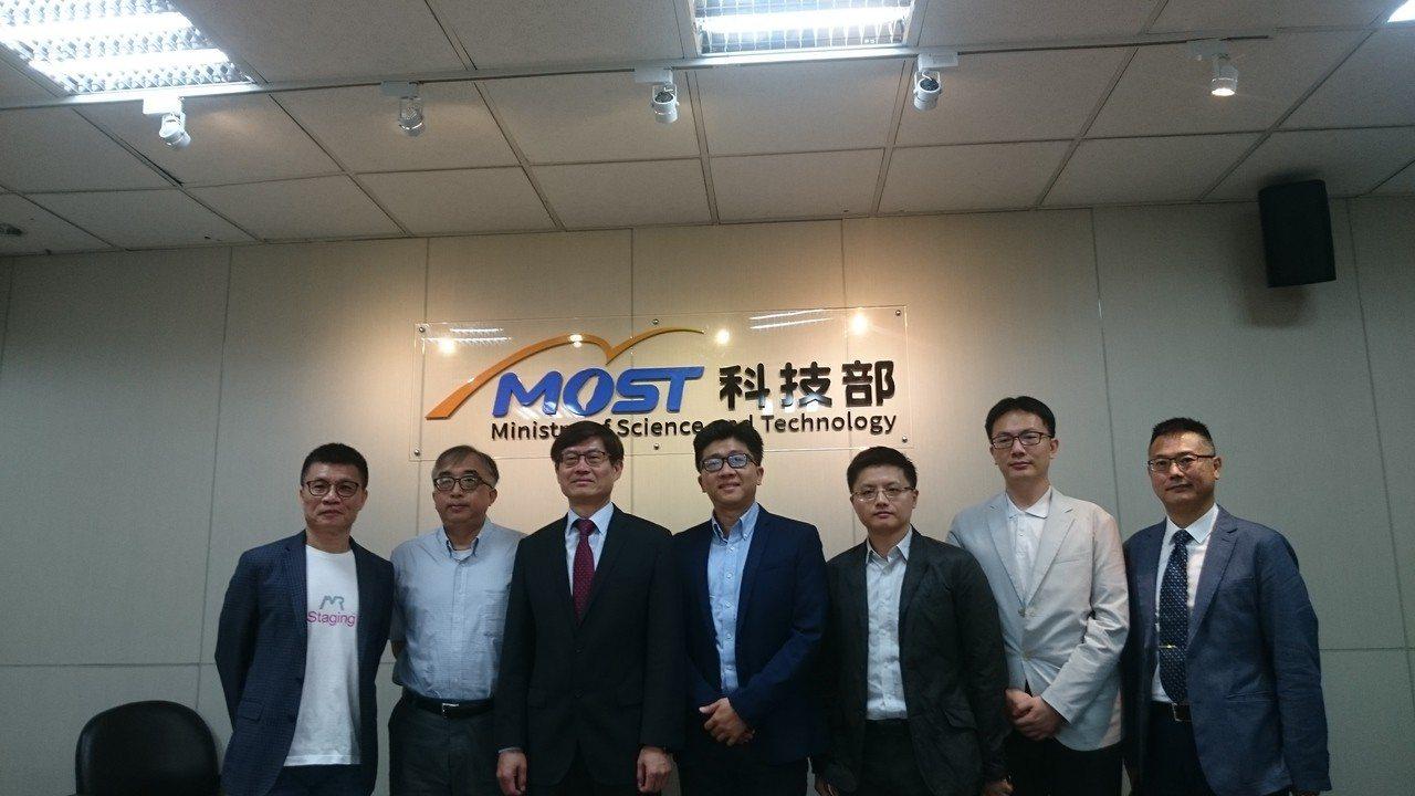 清華大學電機資訊學院與iStaging產學合作,完成智慧全景3D重建研究,今出席...