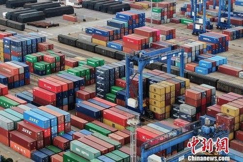 圖為江蘇連雲港一處貨櫃碼頭。中新社資料照