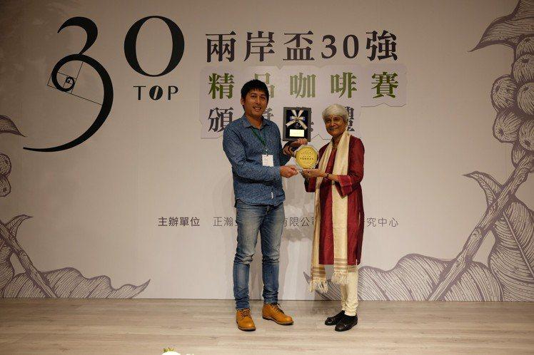 咖啡王子方政倫(左)的「鄒築園」拿下評審團特等獎。記者黃仕揚/攝影